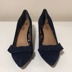 ANTHROPOLOGY NAVY BLUE BOW LOW HEEL PUMPS